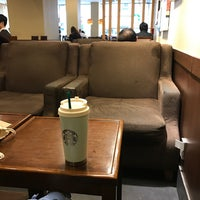 Photo taken at Starbucks by Jung Won H. on 4/4/2017