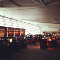Photo taken at Asiana Lounge Business Class by Ju-Hyoung (James) K. on 6/5/2013