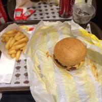 Foto tirada no(a) Pocket Burger por Felipe D. em 4/19/2015