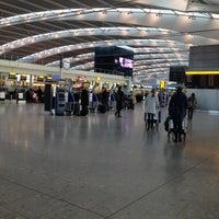 11/14/2013 tarihinde Namer M.ziyaretçi tarafından Londra Heathrow Havalimanı (LHR)'de çekilen fotoğraf