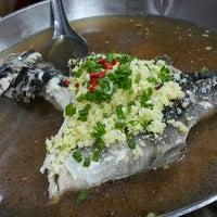 Photo taken at Restoran Kari Kepala Ikan Tiga by Marlene Y. on 5/27/2017