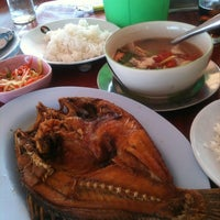 Photo taken at Rom Mai Seafood by Keak P. on 10/26/2012