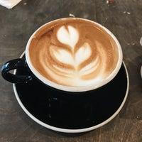 Photo prise au Frisson Espresso par Mike P. le11/27/2016
