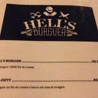 Foto tirada no(a) Hell's Burguer por Rodrigo M. em 9/2/2014
