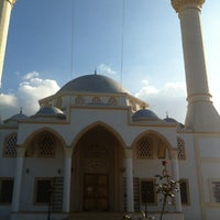 Photo taken at Yeni Erenköy Camii by BÖRTEÇİNE . on 12/31/2013