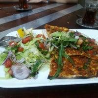 Das Foto wurde bei LoKanta Pizza Grill von Dilek U. am 7/10/2016 aufgenommen