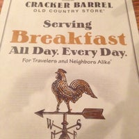 Photo taken at Cracker Barrel Old Country Store by Yuri Lilah S. on 11/28/2012