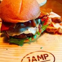 Foto tirada no(a) Jamp Burger por Jeff P. em 12/3/2016