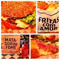 Foto tirada no(a) T.T. Burger por Jeff P. em 10/9/2013