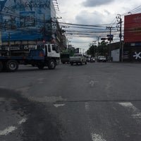 Photo taken at Vacharaphol Intersection by ᏁᏌᏋᏁᎶ Ꭶ. on 8/18/2017