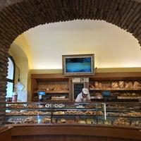 Foto scattata a Origano Campo de' Fiori - Cucina, Pizza, Caffè da Cat C. il 7/28/2017