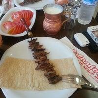 7/3/2013 tarihinde Seçkin K.ziyaretçi tarafından Palandöken Cemal Usta Cağ Kebabı'de çekilen fotoğraf