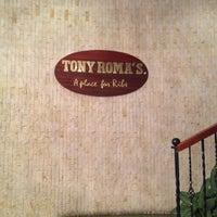 Foto tomada en Tony Roma's por Andres M. el 1/5/2014