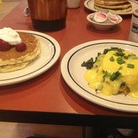 Снимок сделан в IHOP пользователем Michelle V. 4/11/2013