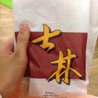 Photo taken at Shihlin Taiwan Street Snacks by Shuennnn . on 9/25/2015