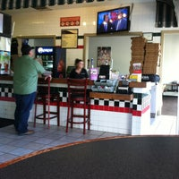 Photo taken at Me-n-Ed's Pizza by Chris H. on 5/7/2013