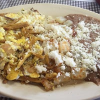 Photo taken at Tacos Ernesto by Salvatore G. on 7/30/2016