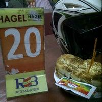 Photo taken at Roti Bakar Eddy by Jovan d. on 2/23/2013