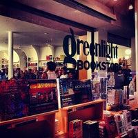 รูปภาพถ่ายที่ Greenlight Bookstore โดย Adjua G. เมื่อ 1/8/2013