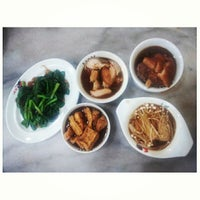 Photo taken at 宝香绑线肉骨茶 (Pao Xiang Bak Kut Teh) by Sook Yan L. on 5/23/2013