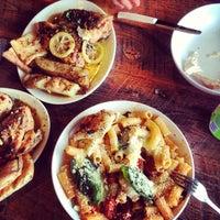 Das Foto wurde bei Gio's Chicken Amalfitano von esther j. am 8/6/2013 aufgenommen
