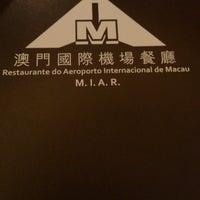 Photo taken at Restaurante do Aeroporto Internacional de Macau 澳門國際機場餐廳 by Ee M. on 6/6/2013
