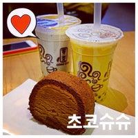 Photo taken at 貢茶(공차) / GONG CHA by Heedori K. on 4/5/2014