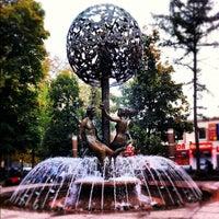 Снимок сделан в Фонтан-памятник «Адам и Ева под Райским деревом» пользователем Anton L. 9/22/2012