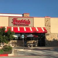 Foto tomada en Freddy's Frozen Custard & Steakburgers por Claire F. el 3/19/2017