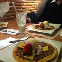 Photo prise au Crepes & Waffles par Francisco M. le10/18/2012