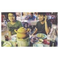 Photo taken at บูมอาหารตามสั่ง by เชมอ๊ะ น. on 10/22/2013