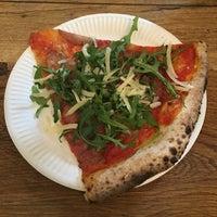 Photo prise au Homeslice Pizza par Si O. le12/28/2015