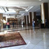 Photo taken at Shangri-La Hotel by Pui N. on 1/10/2013