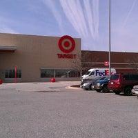 Das Foto wurde bei Target von Karen D. am 4/19/2014 aufgenommen