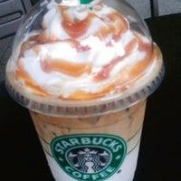 Снимок сделан в Starbucks пользователем AdvoCatElle (. 6/9/2013