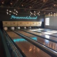 Foto tomada en Pinewood Social por Sandy S. el 12/12/2014