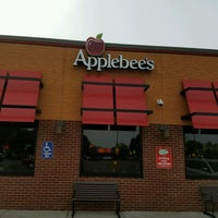 Photo taken at Applebee's Neighborhood Grill & Bar by Ryan S. on 8/24/2016