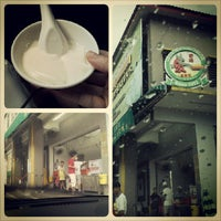 Photo taken at Funny Mountain Tau Fu Fah (奇峰豆腐花) by Wei H. on 9/28/2013