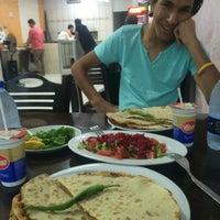 Photo taken at Özdoğanlar Pide ve Kebab Salonu by Zeynep on 9/11/2016