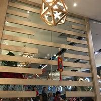 Photo taken at Wong Kok Char Chan Teng (旺角茶餐厅) by Tan H. on 2/19/2018