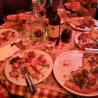 Foto tirada no(a) Taverna Del Borgo Antico por Brandon S. em 4/9/2013