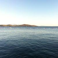 Foto tirada no(a) Mavi Beach por Tuna T. em 9/14/2013