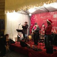 Foto tomada en Downtown Holiday Market por Taylor D. el 12/16/2012