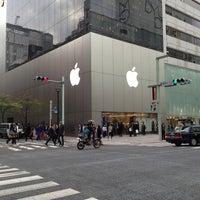 รูปภาพถ่ายที่ Apple Ginza โดย Dongho K. เมื่อ 4/4/2013