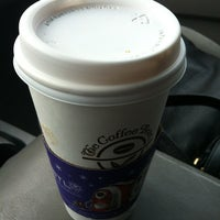 Photo taken at The Coffee Bean & Tea Leaf by Patrice P. on 12/22/2012