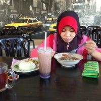 5/18/2013 tarihinde Khairul K.ziyaretçi tarafından Cafe Bawang Merah'de çekilen fotoğraf