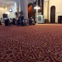Photo taken at Mesjid Al Mukaramah, Sri Damansars by Wan Hilmi on 12/24/2013