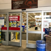 Photo taken at Lowe's Home Improvement by Roberto M. on 1/19/2017