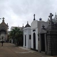 Foto tirada no(a) Cemitério da Recoleta por Alp B. em 3/20/2013