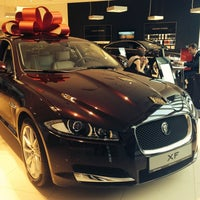Снимок сделан в Автосалон Inchcape. Официальный дилер Jaguar. пользователем Kate P. 3/15/2014